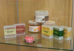 антицеллюлитный массаж с применением специального тайского крема